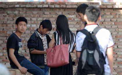 """北京""""光背男围殴少年""""事件发生的村子"""
